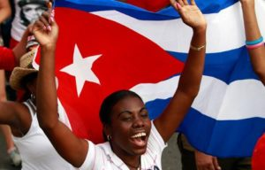 Mujer-con-Bandera-cubana