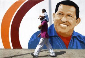 mural-of-Venezuelas-President-Chavez-in-Caracas-900x608