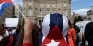 us-Cuba-Embassy-hat-7-20-2015-jmg-2039-685x342